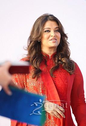 Aishwarya Rai Anarkali   Trip To Dubai