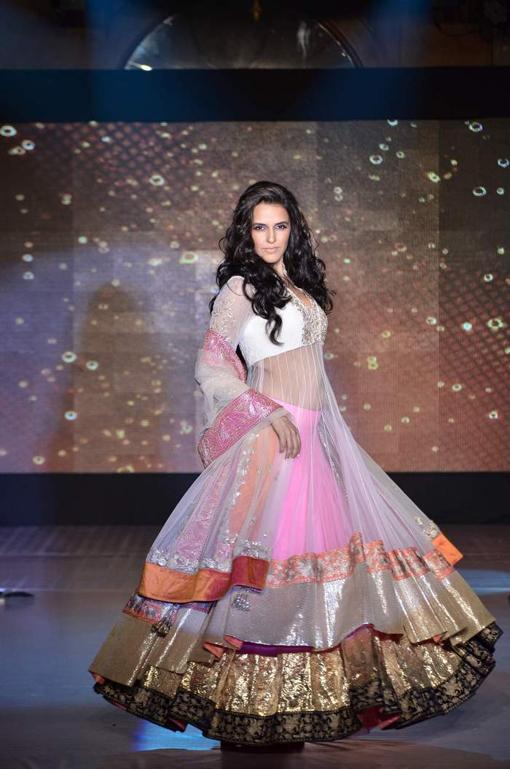 Manish Malhotra Indian Bridal Fashion 7 Zeenat Style