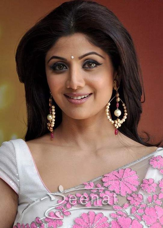 Shilpa-Shetty-traditional-2013-MasterChef-India-3-Promlos