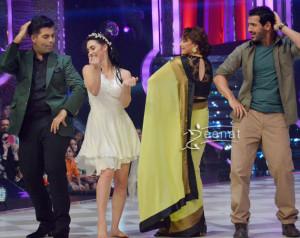 Madhuri-Dixit-In-Designer-Saree