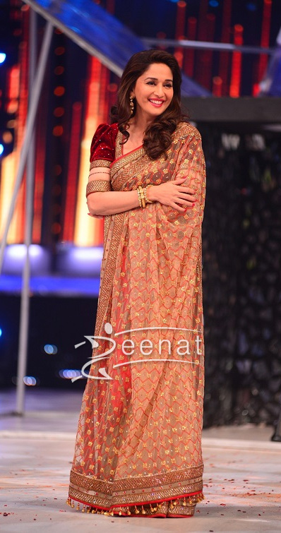 Madhuri Dixit In Designers Saree On The Set Of Jhalakh Dikhlaja 2013