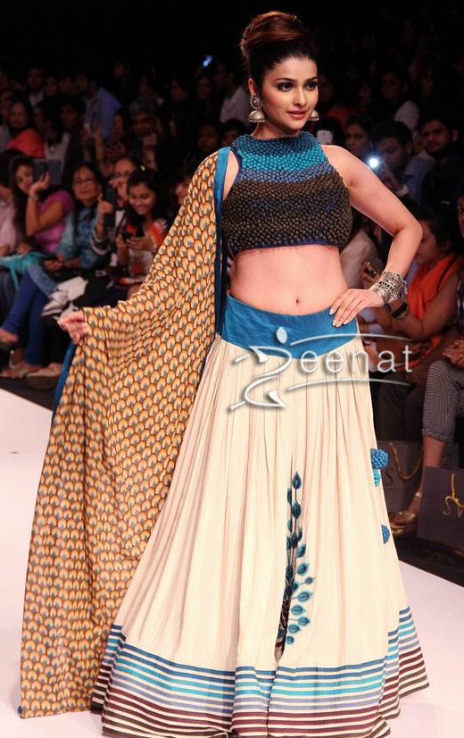 Prachi Desai In Sonam and Paras Modi Lehenga Choli At Lakme Fashion Week (LFW) Winter/Festive 2013.