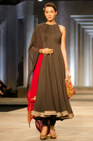 Shantanu and Nikhil India Bridal Fashion Week 2013 2B