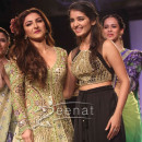 Soha Ali Khan at Arpita Mehta Show at Lakme Fashion Week Winter Festive 2013