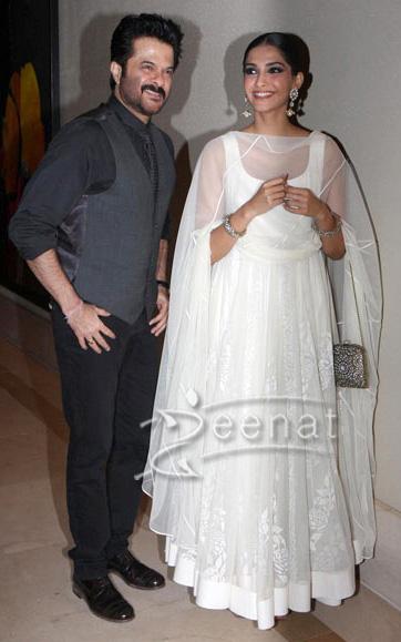 Sonam Kapoor in Anarkali suit At Raanjhanaa's success party