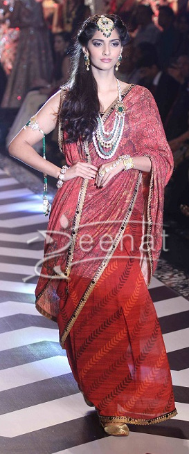 Sonam Kapoor at India International Jewellery Week 2013