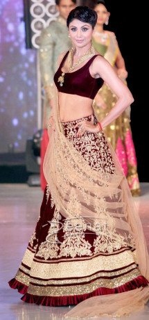 Shilpa Shetty Walks the ramp fo Rocky S at IIBS Fashion Show Oct 2013