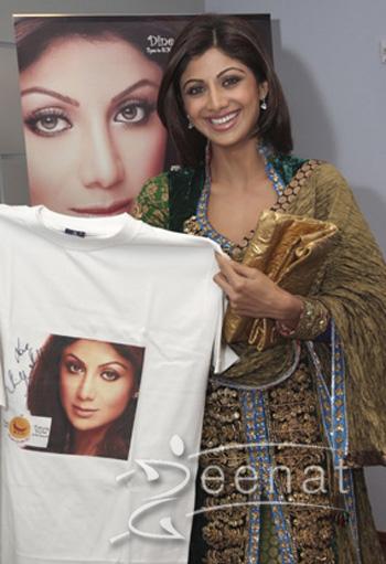 Shilpa Shetty In Churidar Salwar Kameez at Dubai club 2013