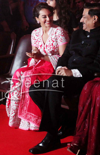 Sonakshi In Abu jani And Sandeep Khosla at Mumbai International Film Festival