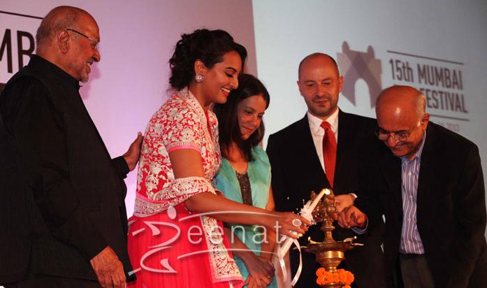 Sonakshi In Abu jani And Sandeep Khosla at Mumbai International Film Festival