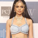 Kangana walk the ramp for birdhichand ghanshyamdas jewellers at iijw 2013