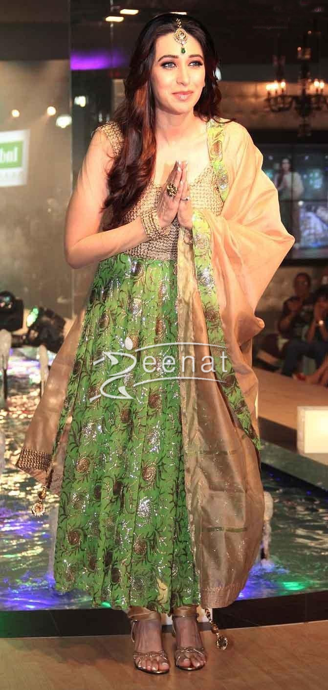 Karisma Kapoor walks The Ramp For Monarch Universal launch 2013