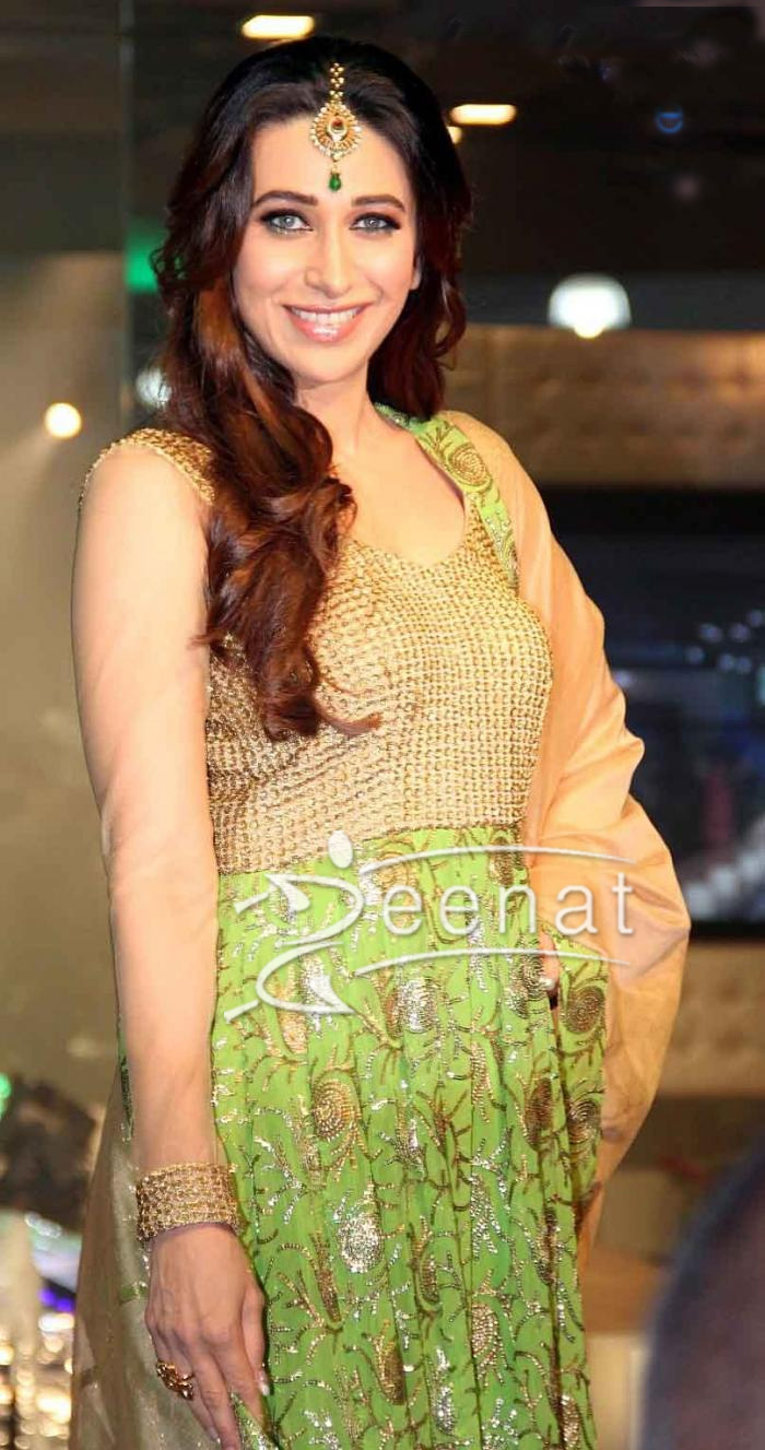 Karisma Kapoor walks The Ramp For Monarch Universal launch 2013