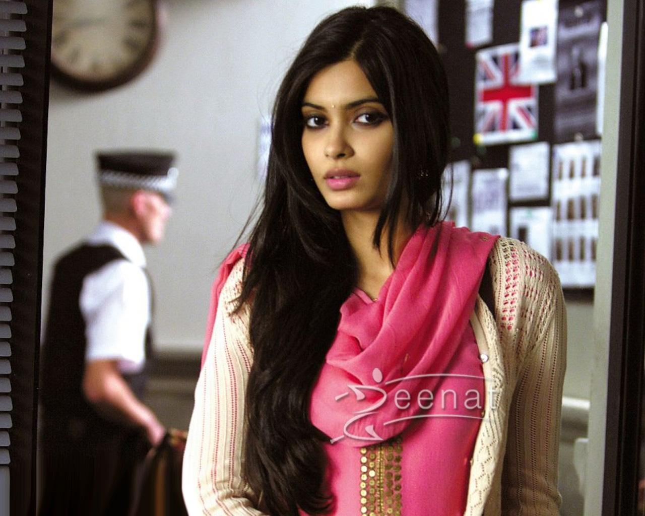 Diana Penty In Pink Salwar Kameez