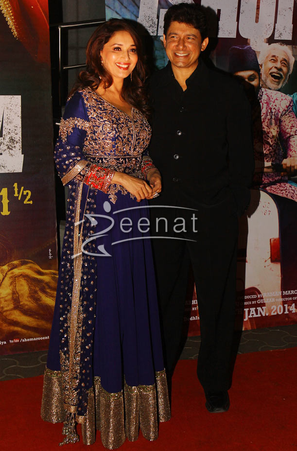 Madhuri at Dedh Ishqiya premiere in Cinemax Mumbai on 9th Jan 2014