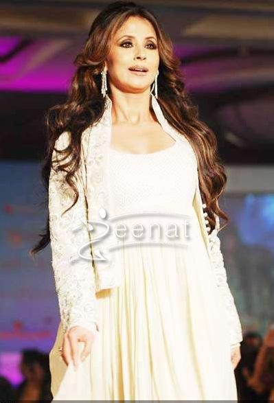 Urmila Matondkar Walks the Ramp for Krishna Mehta