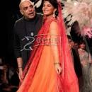 Jacqueline Fernandez Show stopper for Tarun Tahiliani at LFW SR 2014 Day 2