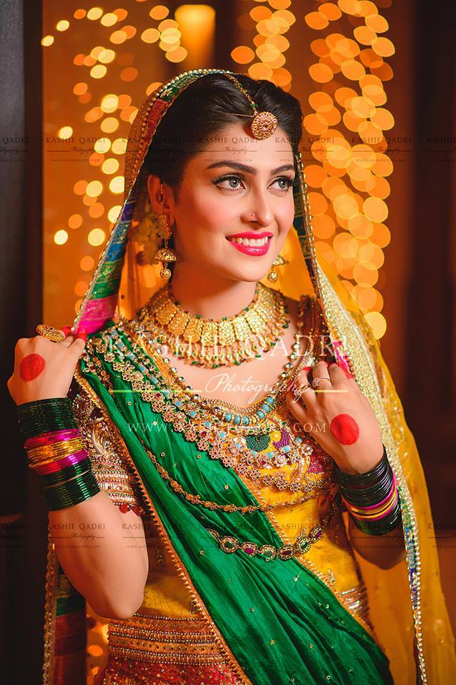 Ayeza Khan Mehndi Pictures 13 Zeenat Style