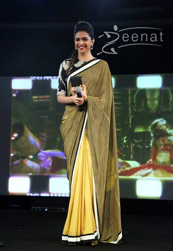 2c40d0fe16d427 Deepika-Padukone-in-Dev-R-Nil-Sari   Zeenat Style