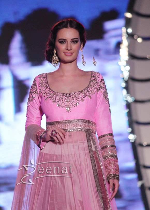 Evelyn sharma in Manisha Malhotra Lehenga