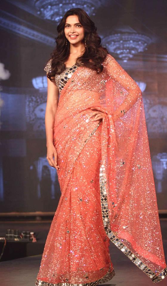 Deepika Padukone And Shahrukh In Manish Malhotra Zeenat Style