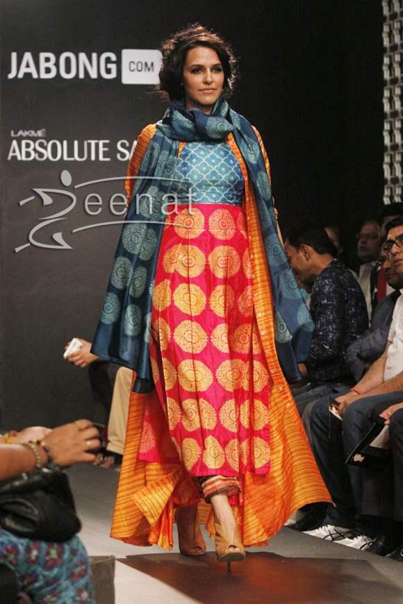 Neha Dhupia in Swati Vijaivargie creation at LFW 2014