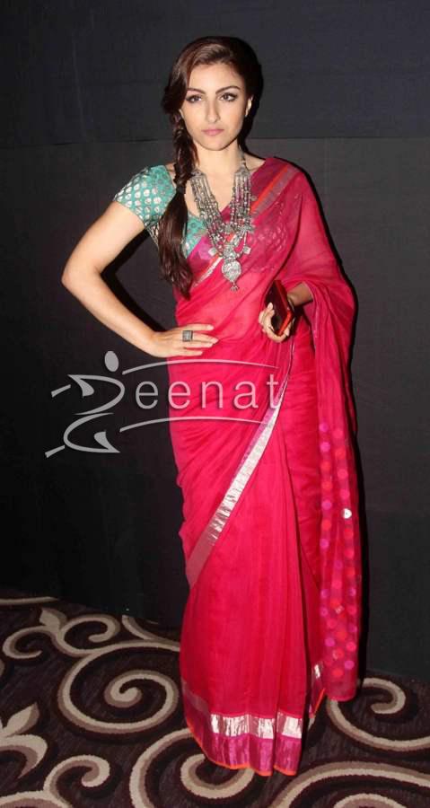 Soha Ali Khan In Pink Designer Saree at LFW 2014