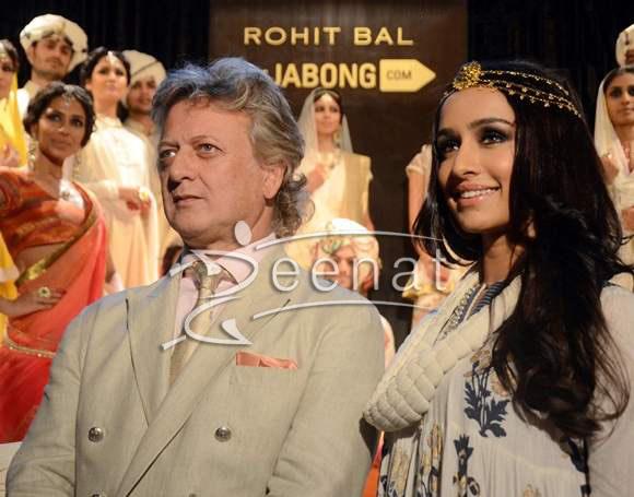 Shraddha-Kapoor-2014-Walks-the-Ramp-at-Rohit-Bal-Jabong-Show