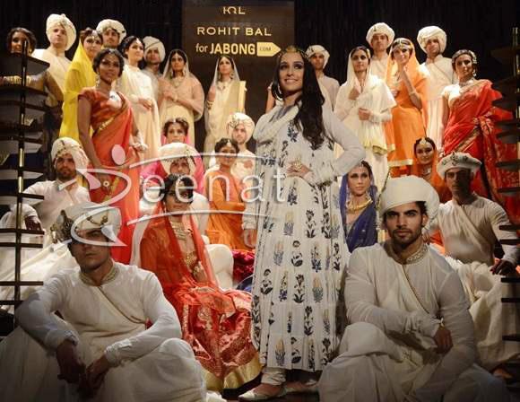 Shraddha-Kapoor-Walks-the-Ramp-at-Rohit-Bals-Jabong-Show