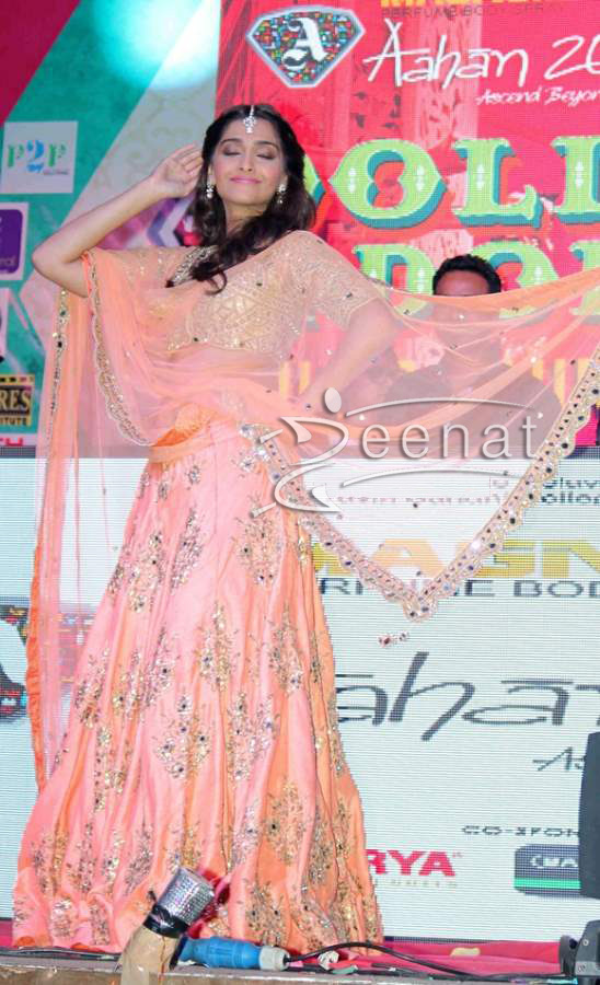 Sonam-Kapoor-at-Music-launch-of-film-Dolly-Ki-Doli