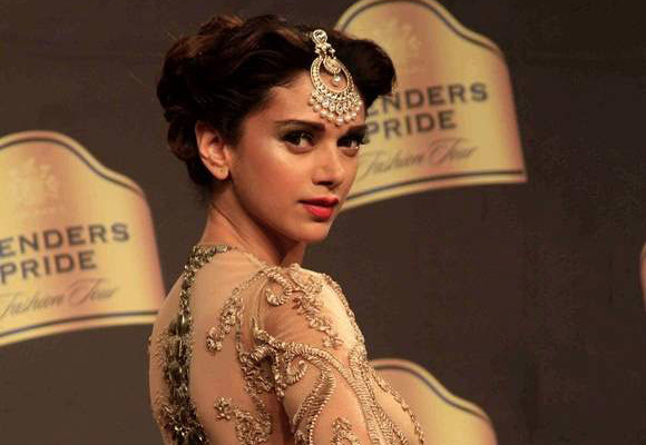 Aditi Rao Hydari In Neeta Lulla Golden Dress Blenders Pride