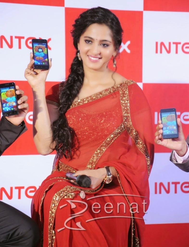 Anushka-Shetty-Red-Saree1