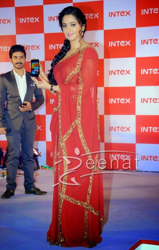 Anushka-Shetty-Red-Saree2