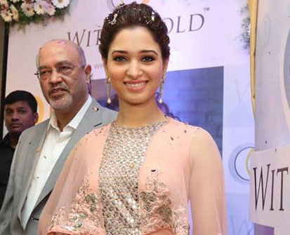 Tamanna Bhatia White and Gold Store Opening in Ridhi Mehra(5)