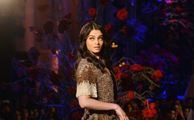 Aishwarya Rai In Manish Malhotra AICW 2015 (4)
