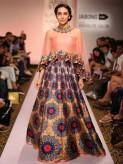 Karisma Kapoor Lakme Fashion Week 2015 (1)