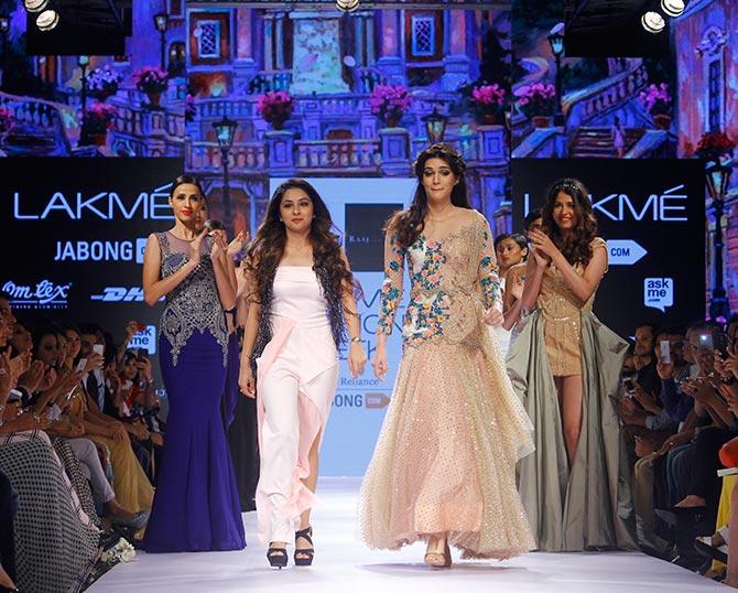 Kriti Sanon in Sonakshee Raj LFW 2015 (4)
