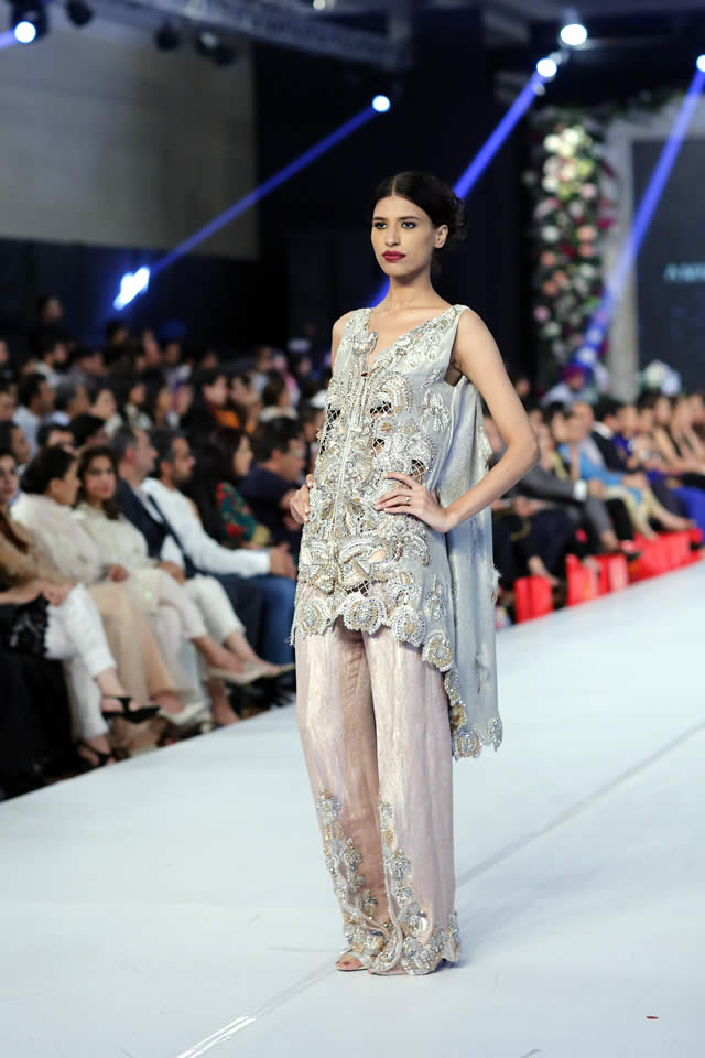 Ammara Khan At PFDC Loreal Paris Bridal Week 2015 (8)