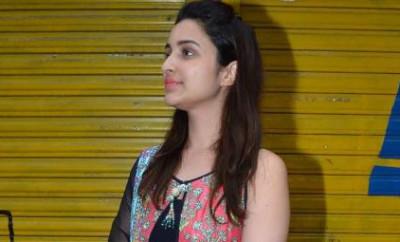 Parineeti Chopra Seeks Blessings From Lalbaugcha Raja Photo3