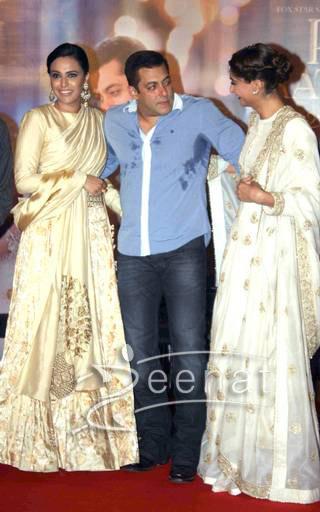 Sonam Kapoor And Salman Khan At Prem Ratan Dhan Payo Trailer Launch - Sonam Kapoor White Dress