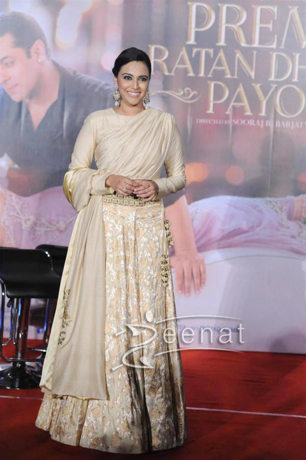 Sonam Kapoor And Salman Khan At Prem Ratan Dhan Payo Trailer Launch – Sonam Kapoor White Dress 2