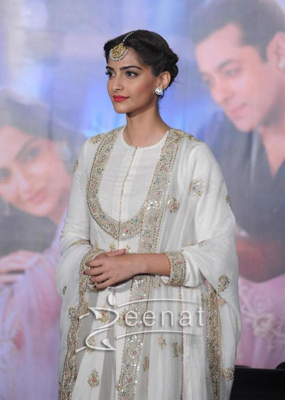 Sonam Kapoor And Salman Khan At Prem Ratan Dhan Payo Trailer Launch – Sonam Kapoor White Dress1