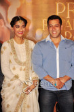 Sonam Kapoor And Salman Khan At Prem Ratan Dhan Payo Trailer Launch - Sonam Kapoor White Dress 5
