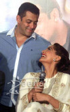Sonam Kapoor And Salman Khan At Prem Ratan Dhan Payo Trailer Launch - Sonam Kapoor White Dress 6