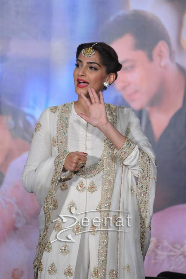 Sonam Kapoor And Salman Khan At Prem Ratan Dhan Payo Trailer Launch 3