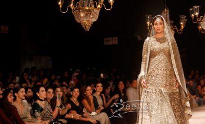 Kareena Kapoor in Sabyasachi Mukherjee Lakme Fashion Week 2016