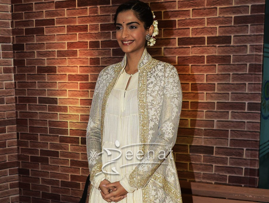 Sonam Kapoor In Rohit Bal Dress at IMC Ladies Exhibition
