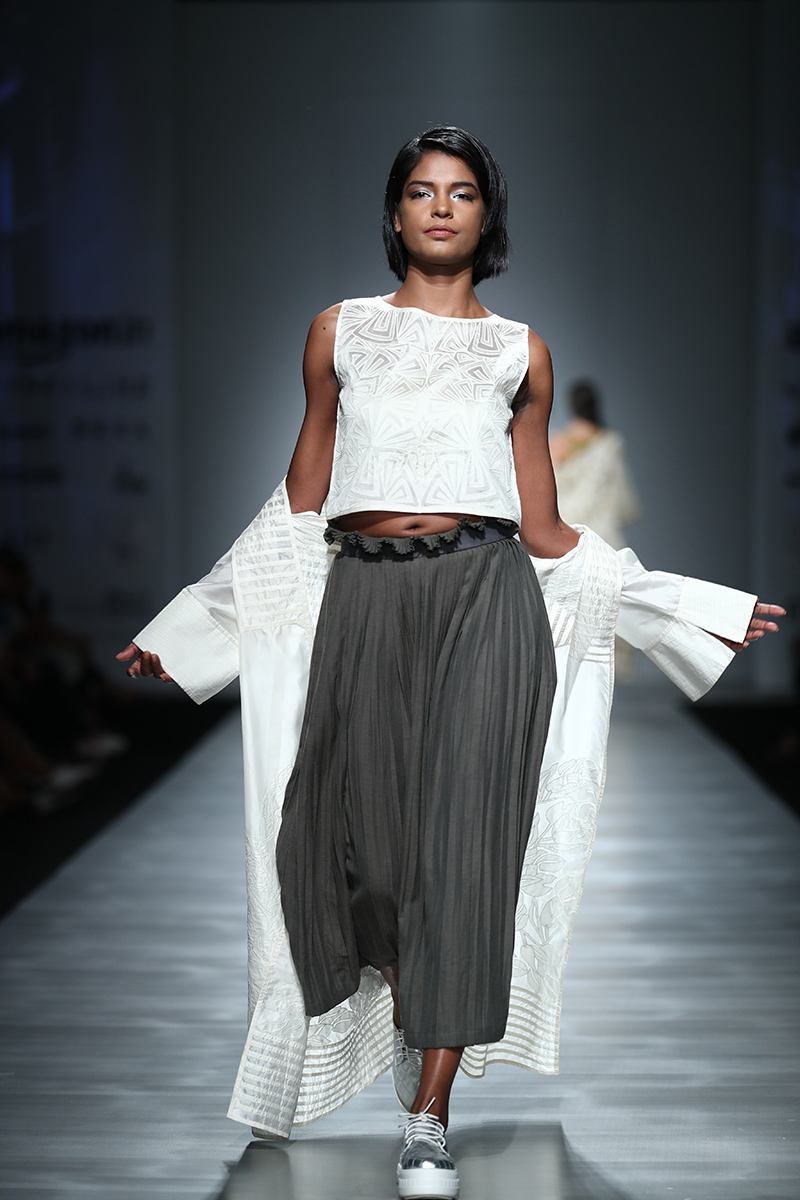 Pinnacle by Shruti Sancheti at Amazon India Fashion Week springsummer 2017 AIFWSS17