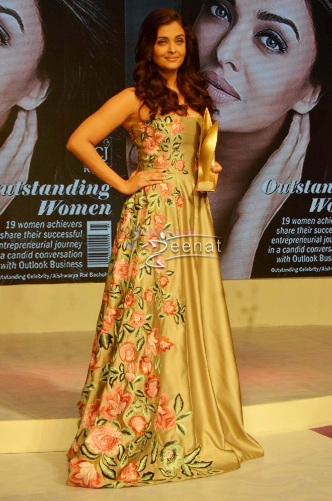 Aishwarya Rai In Manish Malhotra at Outlook Business Women Awards