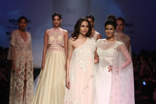 mandira-wirk-at-amazon-india-fashion-week-summer-spring-2017-28